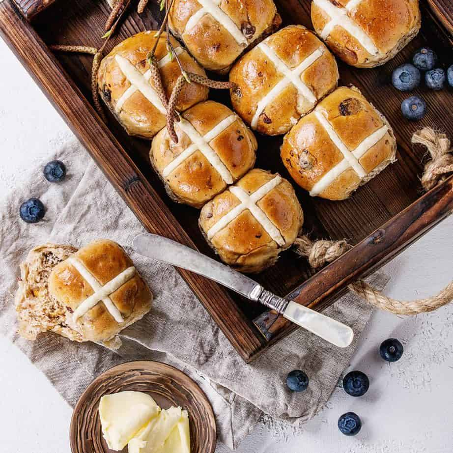 Time to Make Homemade Hot Cross Buns!! It's so simple using the Thermomix. Best of all the whole house will smell delicious as the buns bake! #Thermomix #Easter #Hotcrossbuns